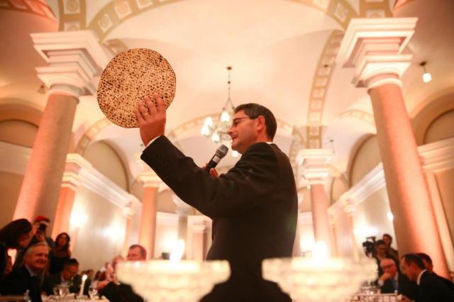Pessach, a ceia da Páscoa judaica, reúne integrantes do judaísmo e do catolicismo na Catedral da Capital Lauro Alves/Agencia RBS