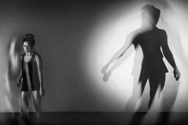 """Espetáculo """"Valsa #6"""" adapta obra do dramaturgo Nelson Rodrigues para falar do Brasil atual Marcio Garcia/Divulgação"""