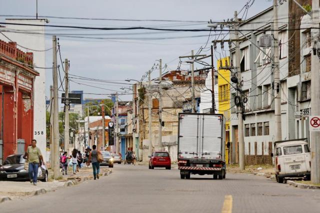 Obras paradas, insegurança e prédios em ruínas: a degradação da Rua Voluntários da Pátria Isadora Neumann/Agência RBS