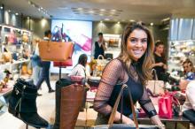 Galeria: Loja em Porto Alegre convida artistas para personalizar produtos ao vivo durante coquetel Andréa Graiz/Agencia RBS