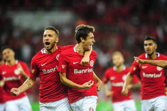 Com gol de Dourado, Inter vence o Caxias no primeiro jogo das semifinais do Gauchão Félix Zucco/Agência RBS
