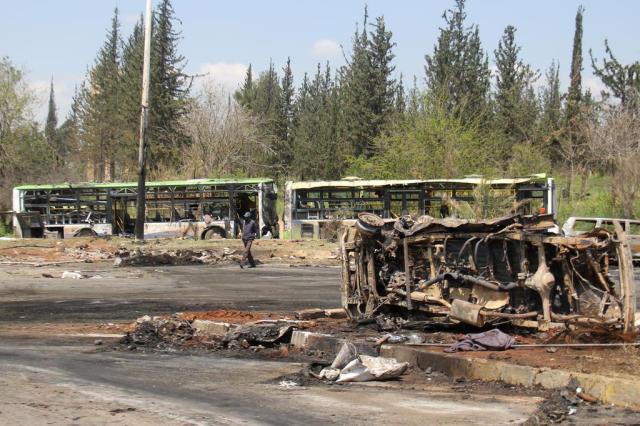 Atentado contra comboio de ônibus mata 126 civis na Síria, entre eles pelo menos 68 crianças Omar haj kadour/AFP