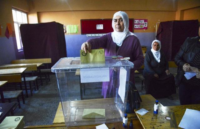 Erdogan vence referendo para implantar sistema presidencialista na Turquia Ilyas Akengin / AFP/AFP