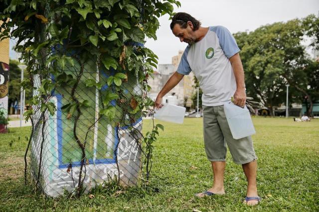 O guardião da praça limpa Félix Zucco/Agencia RBS