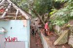 Moradores fazem mutirão para limpar terreno no centro de Porto Alegre