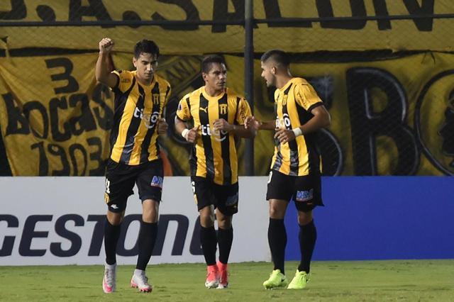 Técnico diz que Guaraní chega mais confiante para jogo com o Grêmio NORBERTO DUARTE/AFP