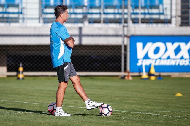 Colunistas opinam: o Grêmio deve priorizar Gauchão ou Libertadores? Lucas Uebel / Grêmio, Divulgação/Grêmio, Divulgação