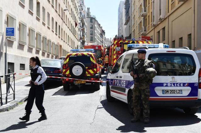 Suspeitos detidos na França tinham explosivos e bandeira do Estado Islâmico BORIS HORVAT/AFP