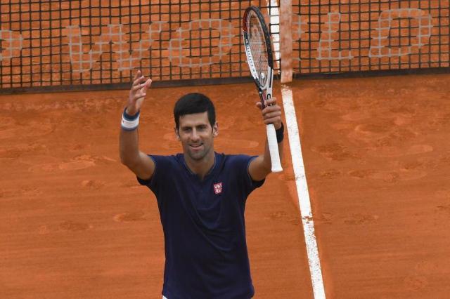 Djokovic estreia em Monte Carlo com vitória sofrida sobre Simon Yann COATSALIOU/AFP