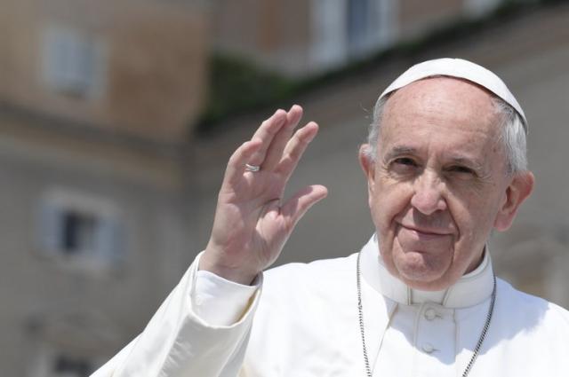 Em carta a Temer, Papa recusa visita ao Brasil e comenta a crise do país Tiziana FABI / AFP/