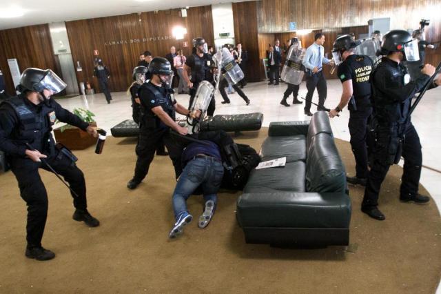 Sindicalistas invadem Congresso durante protesto contra reforma da Previdência Lula Marques/AGPT