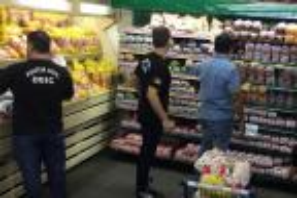 Dono de supermercado é preso em operação que flagrou produtos vencidos em Alvorada Ronaldo Bernardi/Agência RBS