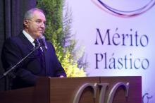 Conselho do Papa para evitar plásticos faz sindicato gaúcho se queixar ao Vaticano: entenda o caso Júlio Soares/Divulgação/Simplás