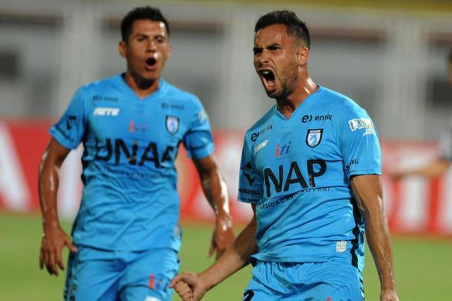 Pelo grupo do Grêmio,Iquique vence Zamora e entra na briga pela classificação GEORGE CASTELLANOS/AFP