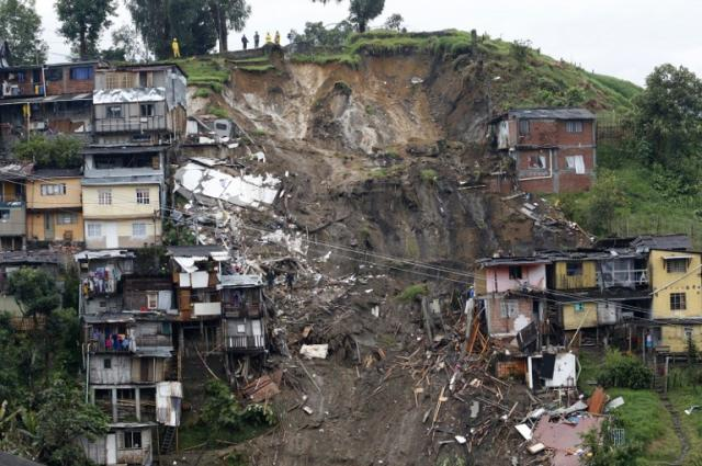Deslizamentos de terra deixam pelo menos 16 mortos na Colômbia STRINGER / AFP/