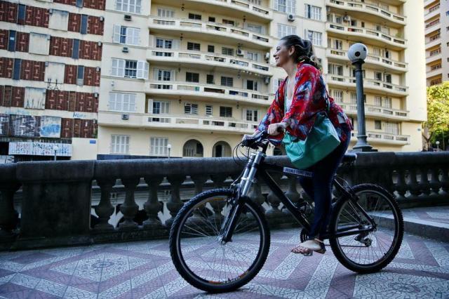 Ir de bicicleta para o trabalho reduz risco de câncer e doenças cardiovasculares Félix Zucco/Agencia RBS