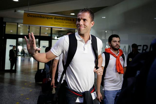 Inter desembarca em Porto Alegre, e Marcelo Lomba é o mais festejado pela torcida Félix Zucco / Agência RBS/Agência RBS