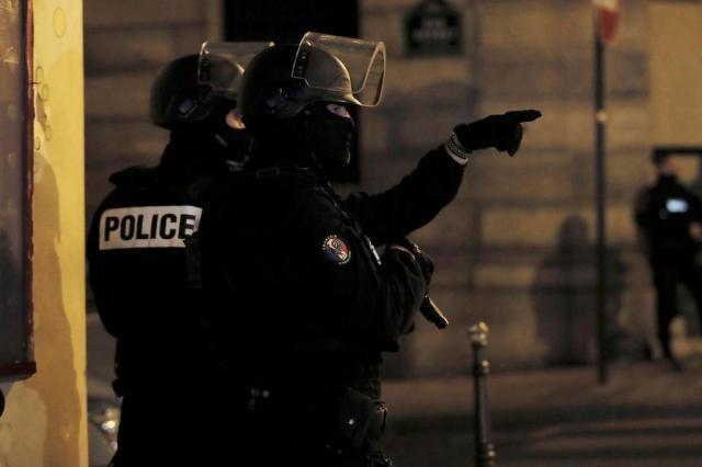 Atirador da Champs-Élysées tinha policiais como alvo THOMAS SAMSON/AFP