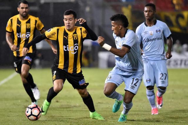 Jornais paraguaios citam chance perdida pelo Guaraní diante do Grêmio Norberto Duarte,AFP/AFP