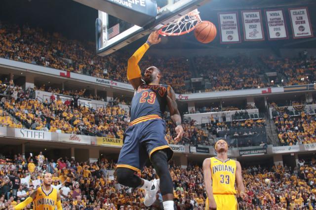 LeBron supera marca de Kobe e comanda virada histórica do Cavs Ron Hoskins / NBAE/Getty Images/AFP/NBAE/Getty Images/AFP