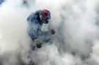 Homem morre baleado durante protesto em Caracas JUAN BARRETO/AFP
