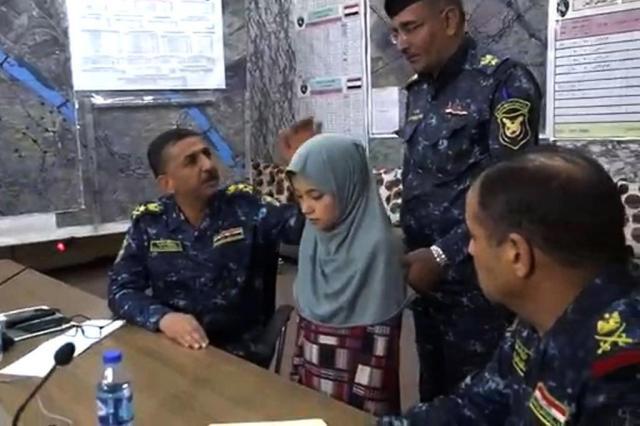 FOTO: menina de 11 anos sequestrada pelo Estado Islâmico é libertada Iraqi police / Handout/Iraqi police