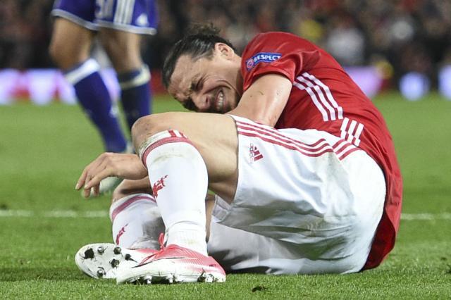 Ibrahimovic tem lesão grave no joelho e está fora da temporada Oli Scarff / AFP/AFP