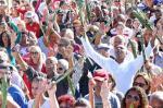 Procissão do Santo Guerreiro leva multidão para o Bairro Partenon, em Porto Alegre