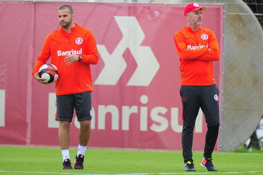 Preparador de goleiros do Inter revela estar passando