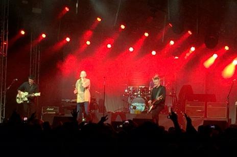 Esbanjando simpatia e arranhando português, Midnight Oil faz show apoteótico no Pepsi on Stage (Leandro Behs / Agência RBS/Agência RBS)