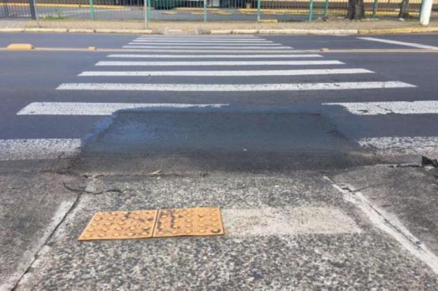 Asfalto que impedia passagem de cadeirantes é consertado na Capital Marina Pagno/Rádio Gaúcha