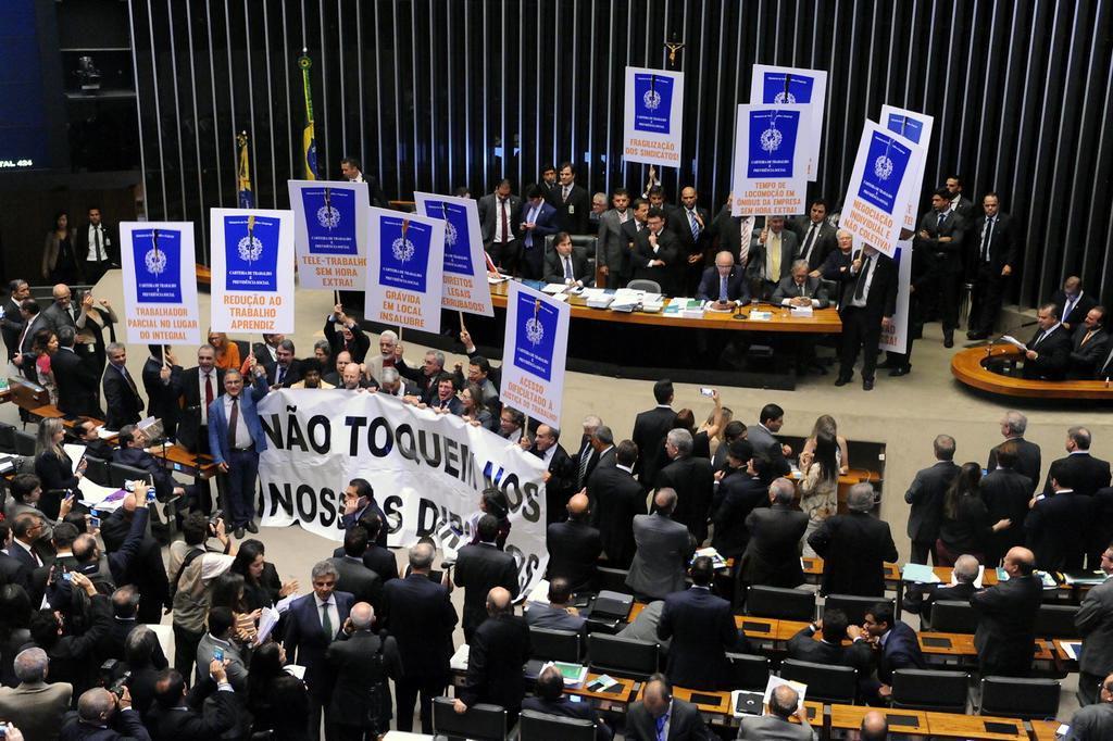 Partidos registram traições ao governo na votação da reforma trabalhista