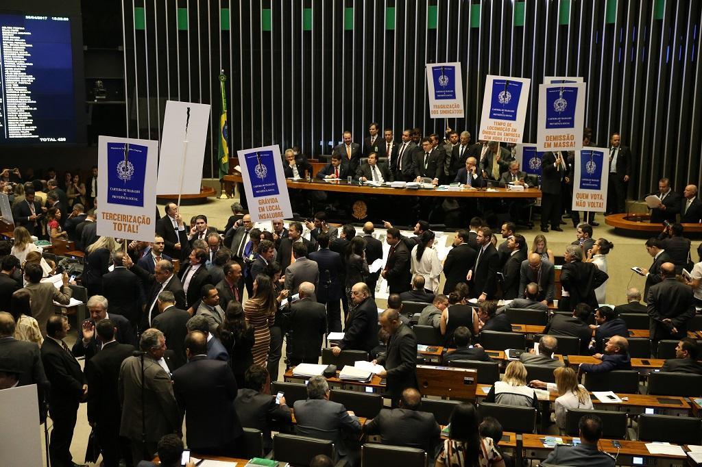 Câmara rejeita destaques e texto da reforma trabalhista segue para o Senado Antônio Cruz / Agência Brasil/Agência Brasil