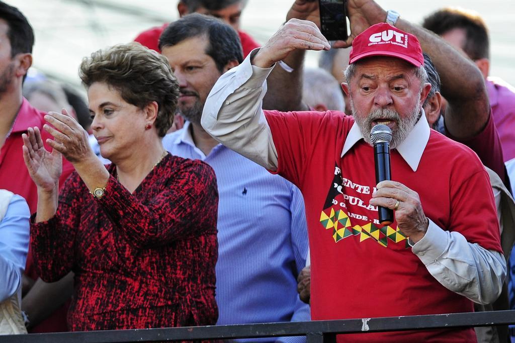 Resultado de imagem para Lula é chamado de ladrão por multidão durante comício no Rio Grande.
