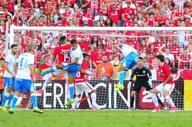 O perigo vem do alto: últimos gols sofridos pelo Inter no Gauchão foram de bola aérea Mateus Bruxel/Agencia RBS
