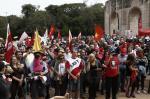 Centrais sindicais realizam manifestação no Dia do Trabalho, em Porto Alegre