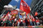 Dia do Trabalho tem protestos, prestação de serviços e shows pelo país NELSON ALMEIDA/AFP