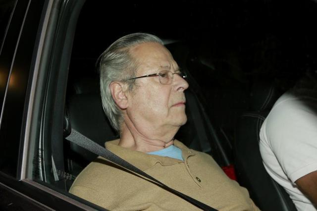 Resultado de imagem para Zé Dirceu chega a Brasília e é chamado de 'ladrão'
