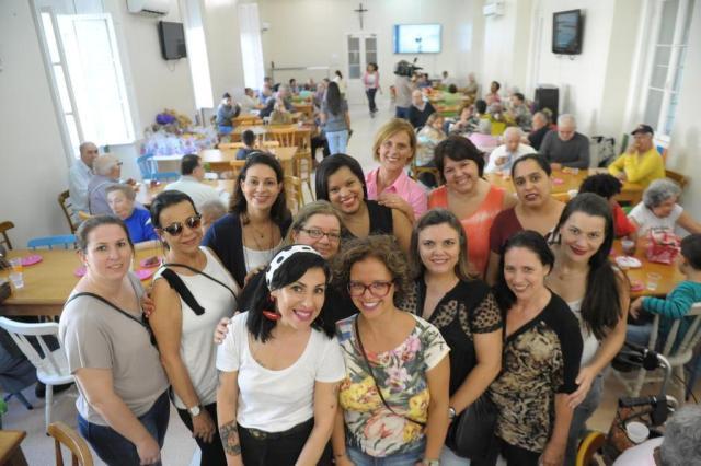 Anjas de Batom levam amor e alegria aos moradores do Asilo Padre Cacique em chá das mães Luiz Armando Vaz/Agencia RBS