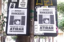 """Cartazes de moradores """"prontos para atirar em bandidos"""" chamam atenção no Centro Histórico Júlia Burg/Agência RBS"""