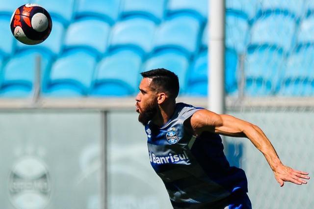 Por lesão no ombro, Marcelo Oliveira desfalcará o Grêmio por um mês Bruno Alencastro/Agencia RBS
