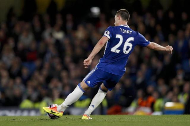 Com gol e falha de Terry, Chelsea marca no fim e vence Watford Adrian DENNIS/AFP