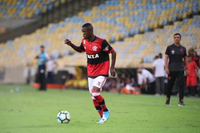 Vinícius Júnior renova contrato com o Flamengo e fica mais perto do Real Madrid Gilvan de Souza/Flamengo