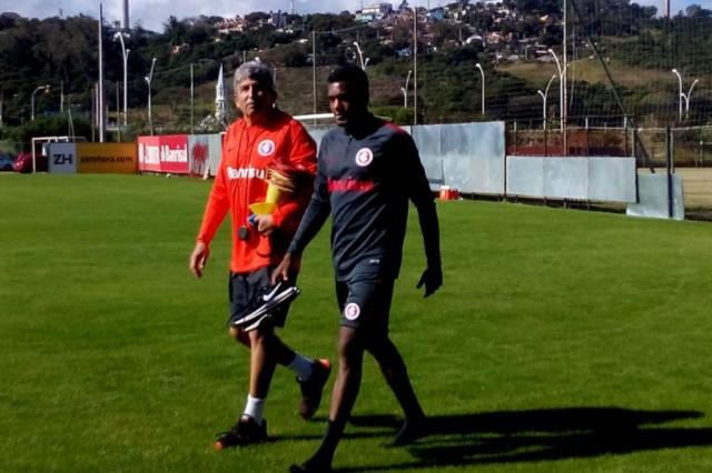 Edenilson volta a sentir e desfalca o Inter contra o Palmeiras André Silva / Rádio Gaúcha/Rádio Gaúcha