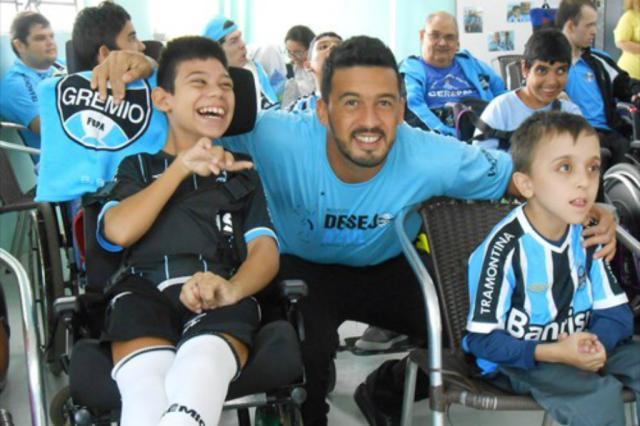 Desejo Azul faz sua milésima ação solidária em cinco anos de existência Grêmio/Divulgação/
