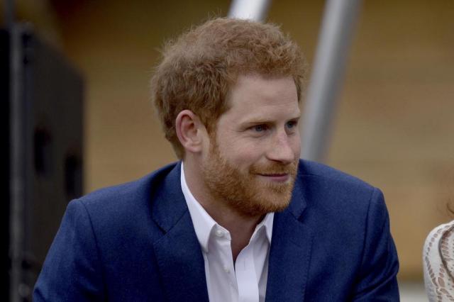 """Príncipe Harry pede """"permissão"""" à rainha para se casar com Meghan Markle Andrew Parsons/POOL/AFP"""
