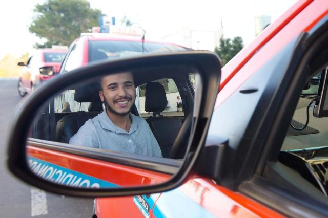 """Taxista encontra R$ 4 mil em veículo e devolve a passageira: """"Entreguei o que não é meu"""" André Feltes/Especial"""