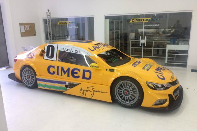 Cacá Bueno faz homenagem a Senna na etapa da Stock Car em Santa Cruz do Sul Cimed Racing / Divulgação/Divulgação