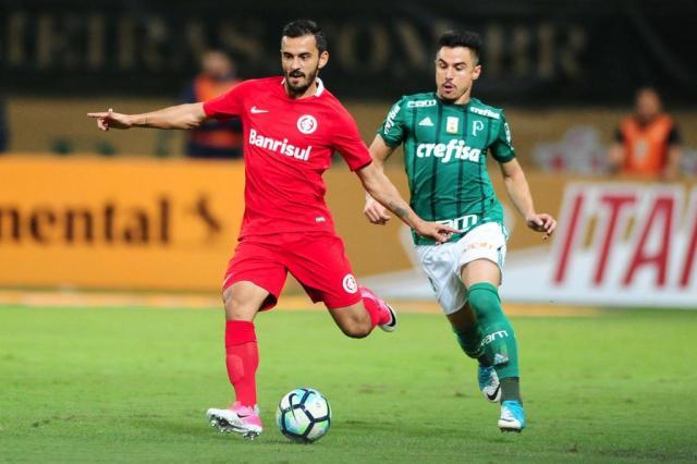 Pequena vantagem e atuação de Felipe Melo: como os jornais de SP viram a derrota do Inter Ricardo Duarte/Sport Club Internacional