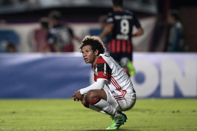 """Eliminado da Libertadores, Flamengo é recebido no Rio com gritos de """"time sem vergonha"""" JUAN MABROMATA/AFP"""